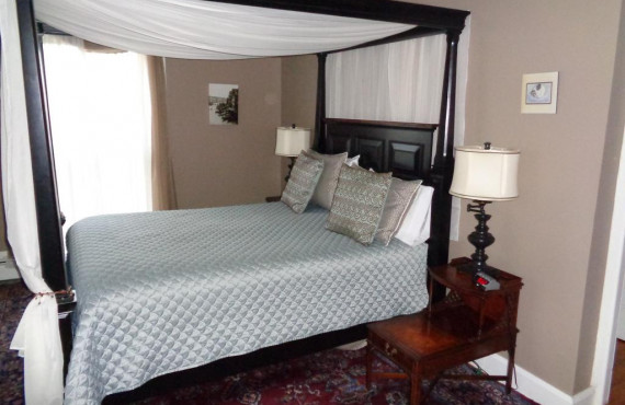 The Ballyhaunis Room, Queen bed