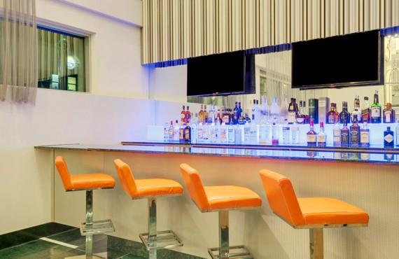 4-wyndham-garden-brooklyn-bar