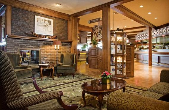 5-crest-hotel-lobby