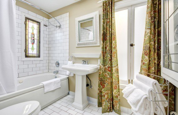 5-english-bay-inn-salle-bain