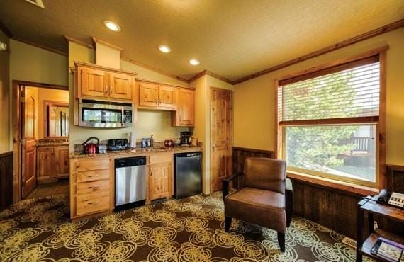 5-explorer-cabins-cuisine