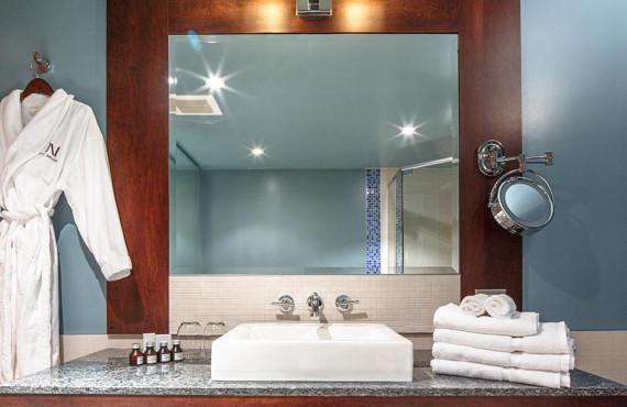 Peignoir et produits de bain