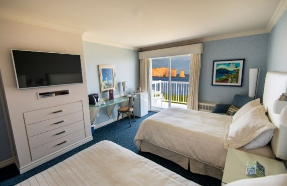 Percé Rock view with two double beds