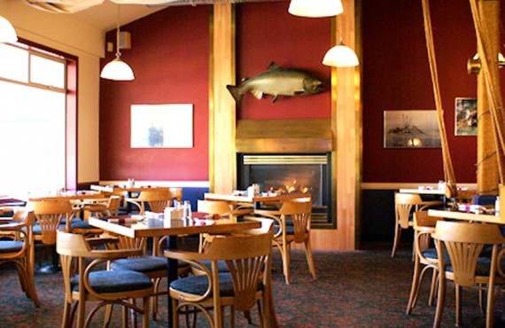 5-quaterdeck-inn-restaurant