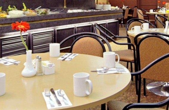 Ramada Calgary - Cheers Restaurant