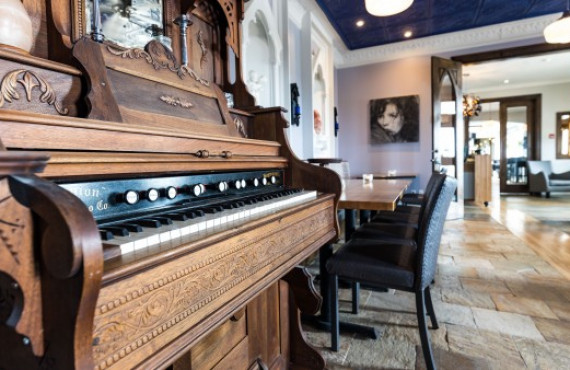Piano & Dining room