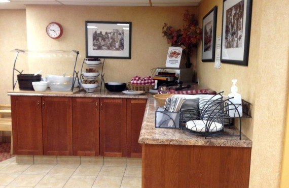 6-brewsters-mountain-lodge-buffet