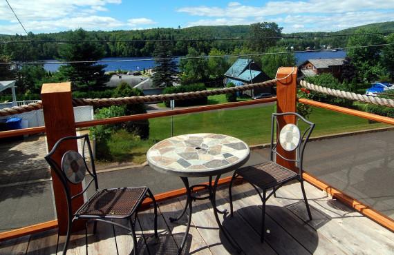 Terrasse et vue sur la rivière Saint-Maurice
