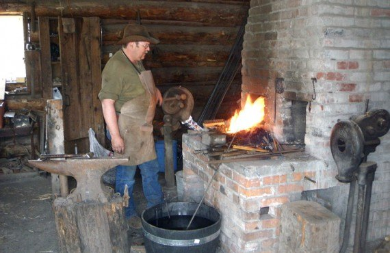 Chalet Hat Creek Ranch - Le forgeron