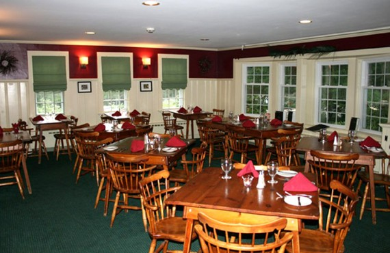 6-christmas-farm-inn-restaurant