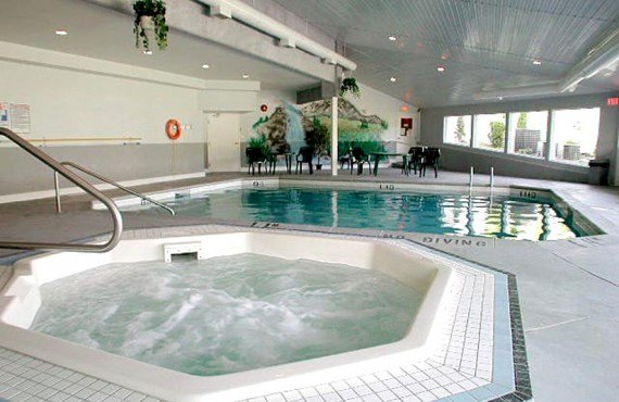 6-clearwater-lodge-piscine