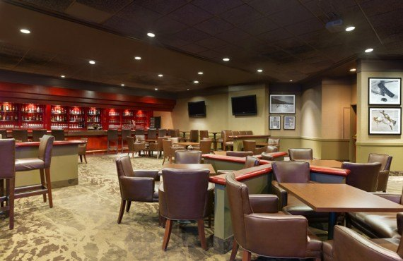 Coast Plaza Calgary - Barrington's Lounge