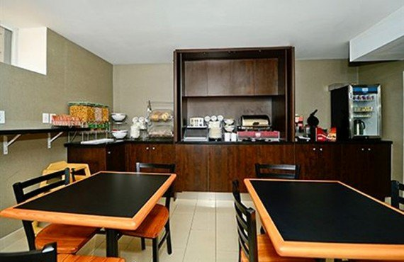 Comfort Inn Toronto - Salle du Petit-déjeuner