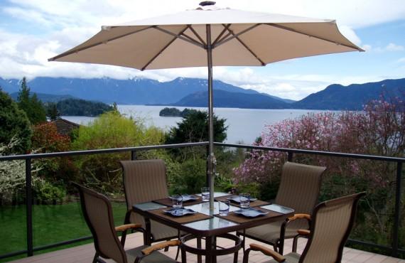 Gîte Arcturus Retreat - Petit-déjeuner sur la terrasse
