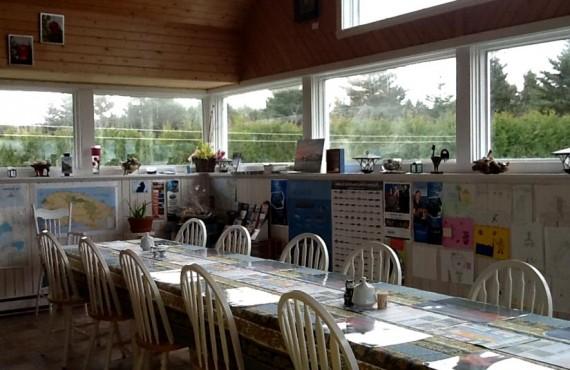 6-gite-au-crepuscule-salle-manger