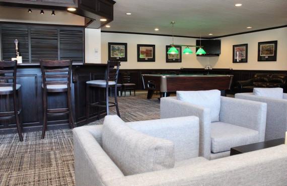 Bar-Lobby Pool