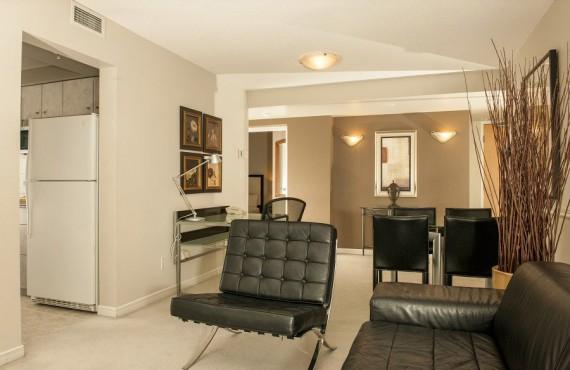Carmana Plaza - Salon d'une des suites