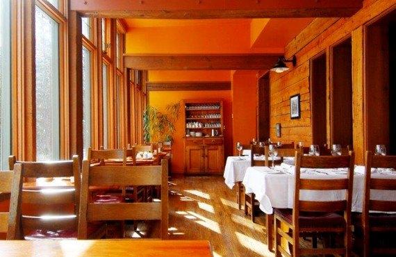 Pourvoirie Emerald Lake - Salle à manger