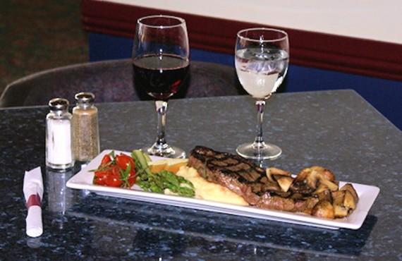 Quaterdeck Inn - Repas