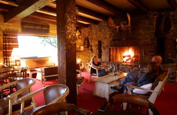6-ranch-sundance-bar-lounge
