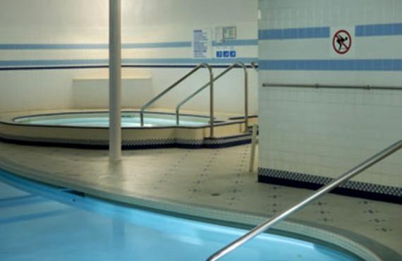 6-royal-scott-hotel-suites-piscine