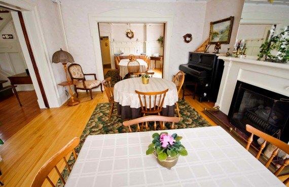 Sonata Inn - Salle à manger, foyer