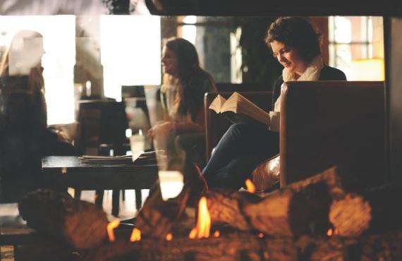 Détente au coin du feu