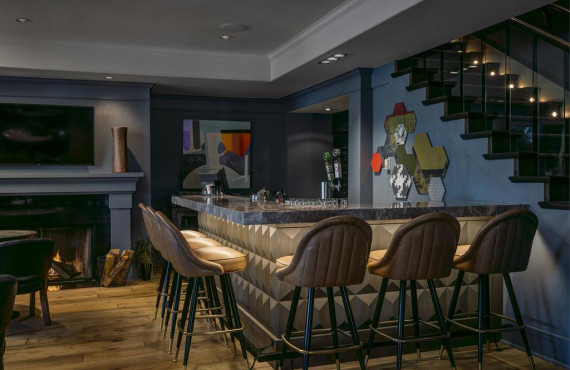 Bar/Foyer