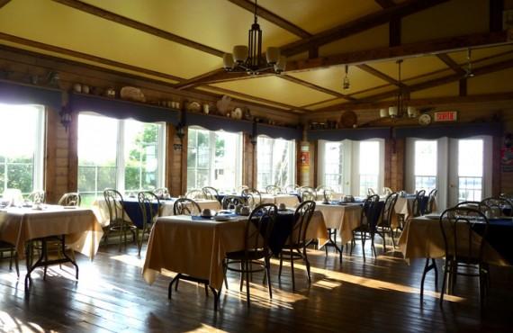 7-aub-seigneurie-des-monts-salle-manger