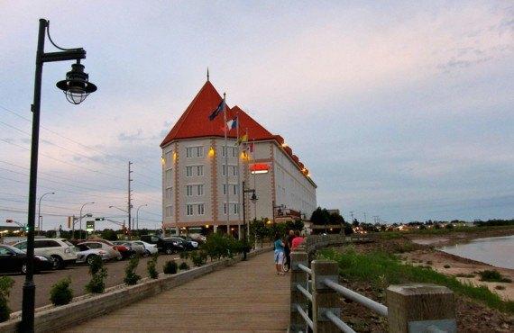7-chateau-moncton-promenade