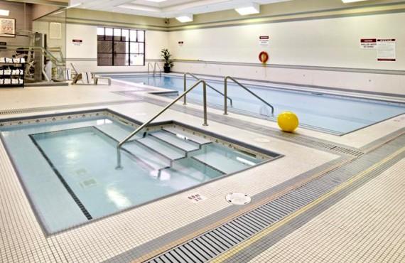 7-clarion-inn-calgary-airport-piscine