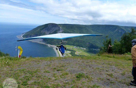 Hang-gliding on take-off, Mont-St-Pierre