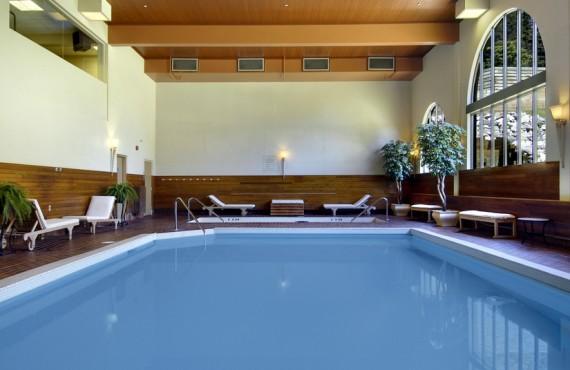7-fairmont-chateau-louise-piscine