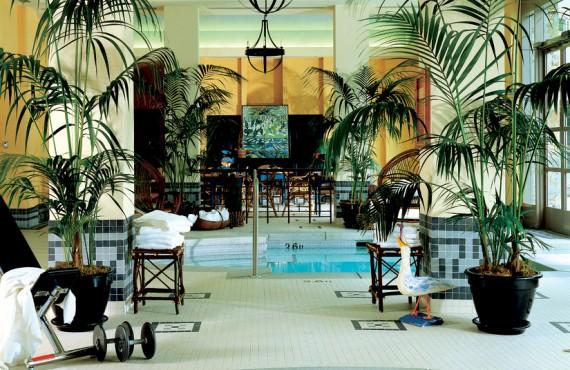 7-fairmont-chateau-whistler-piscine
