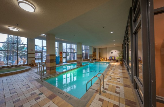 7-fairmont-tremblant-pool