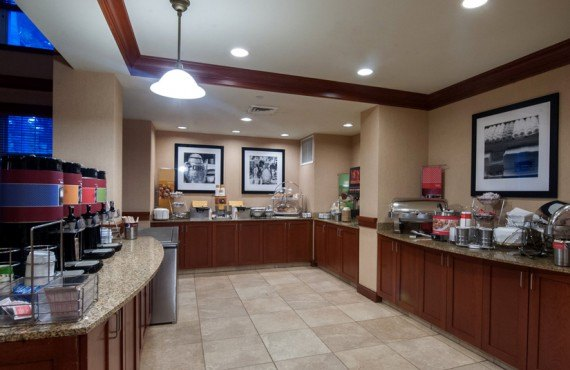7-hampton-inn-north-conway-dejeuner