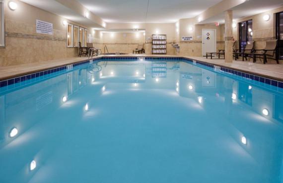 7-holiday-inn-helena-piscine.jpg