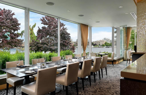 Panoramic restaurant-bar