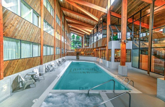 7-lake-louise-inn-pool