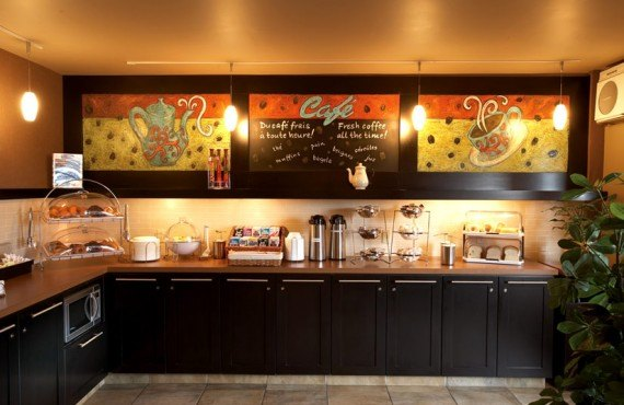 Quality Inn & Suites Aeroport - Petit-déjeuner