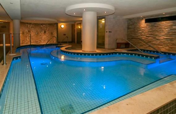 8-banff-cariboo-lodge-piscine