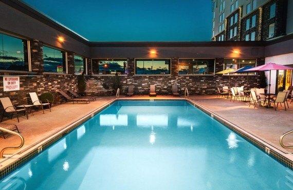 8-carriage-house-inn-pool