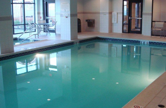 8-courtyard-by-marriott-gettysburg-piscine