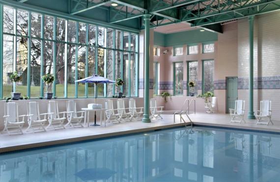 8-fairmont-empress-victoria-piscine