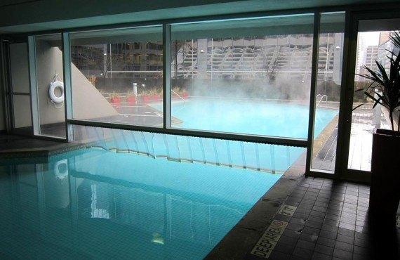 8-hilton-toronto-pool