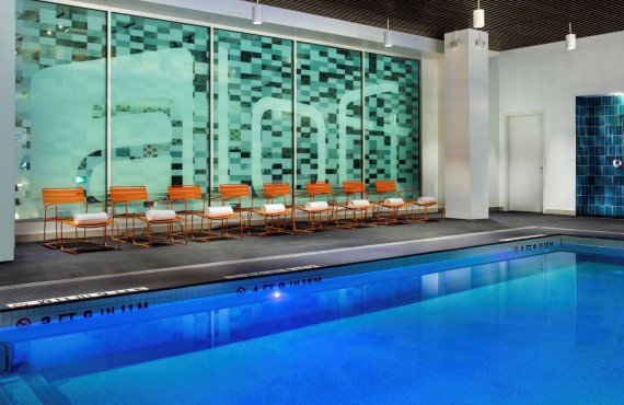 8-hotel-aloft-boston-piscine
