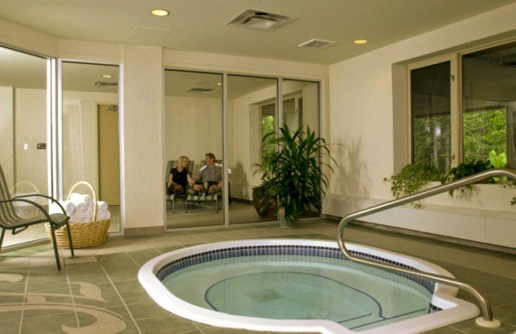 8-hotel-hillcrest-revelstoke-bain-remous
