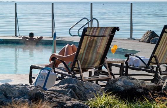 8-hotel-oak-bay-beach