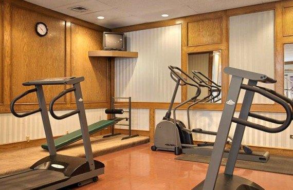Ramada Calgary - Gym