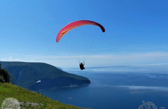 Paragliding flight at Mont-Saint-Pierre